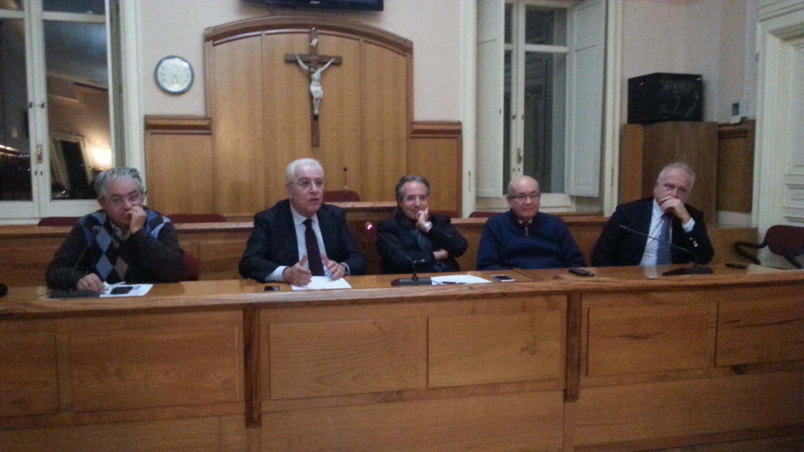 In otto pronti a sfiduciare il sindaco Foti: presentato documento