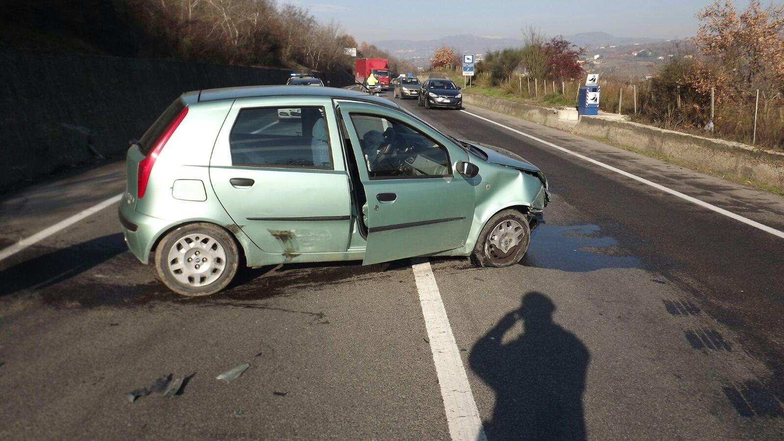 Telesina, scontro tra auto: due donne ferite