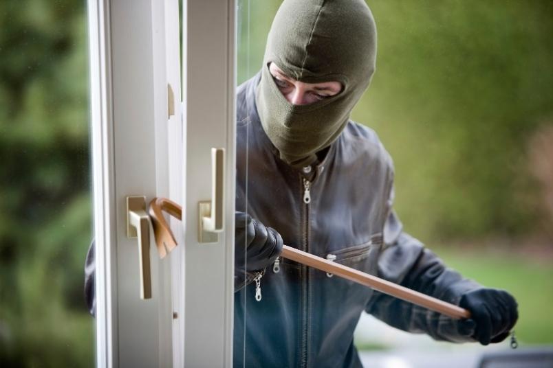 Furto a Cerreto Sannita: ladri rubano armi e oro