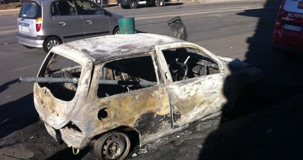 Dugenta: a fuoco vettura, si indaga sulla natura del rogo
