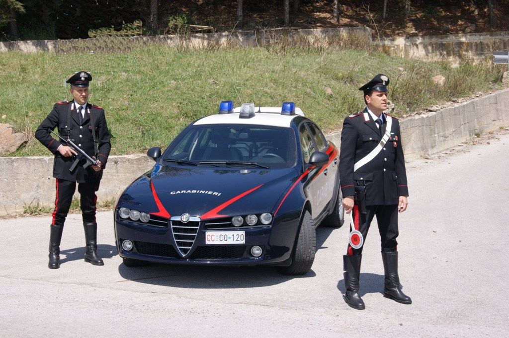 Rubata Alfa Romeo 156: è giallo