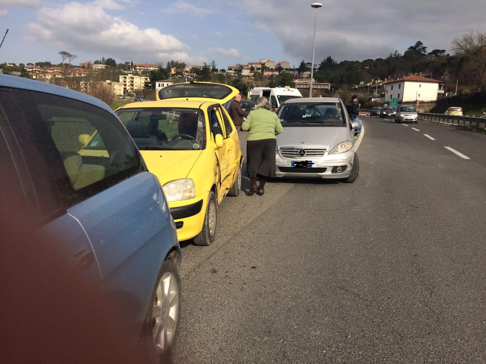 Appia: incidente stradale, un ferito