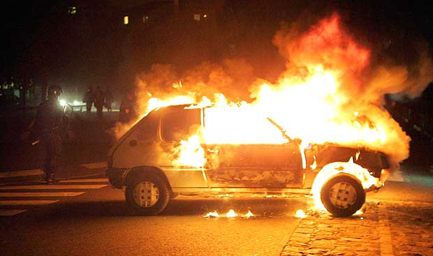 Cervinara: a fuoco un'auto