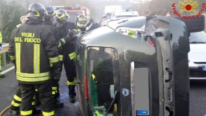 Pietrelcina, perde il controllo dell'auto: ferita donna