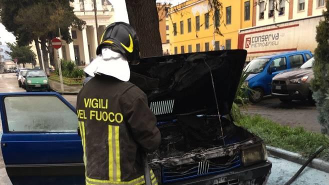 Viale San Lorenzo: auto in fiamme