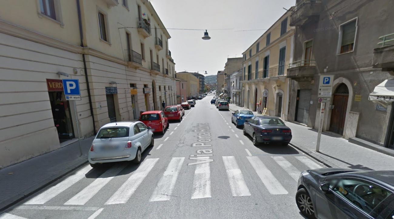 Calci e pugni in Via Porta Rufina: ennesima violenza in città