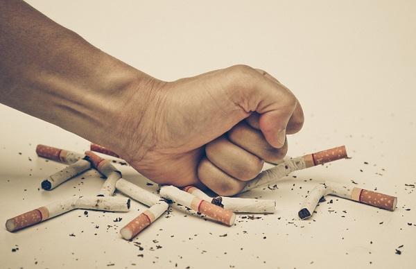 Covid-19: i fumatori difesi dalla nicotina?