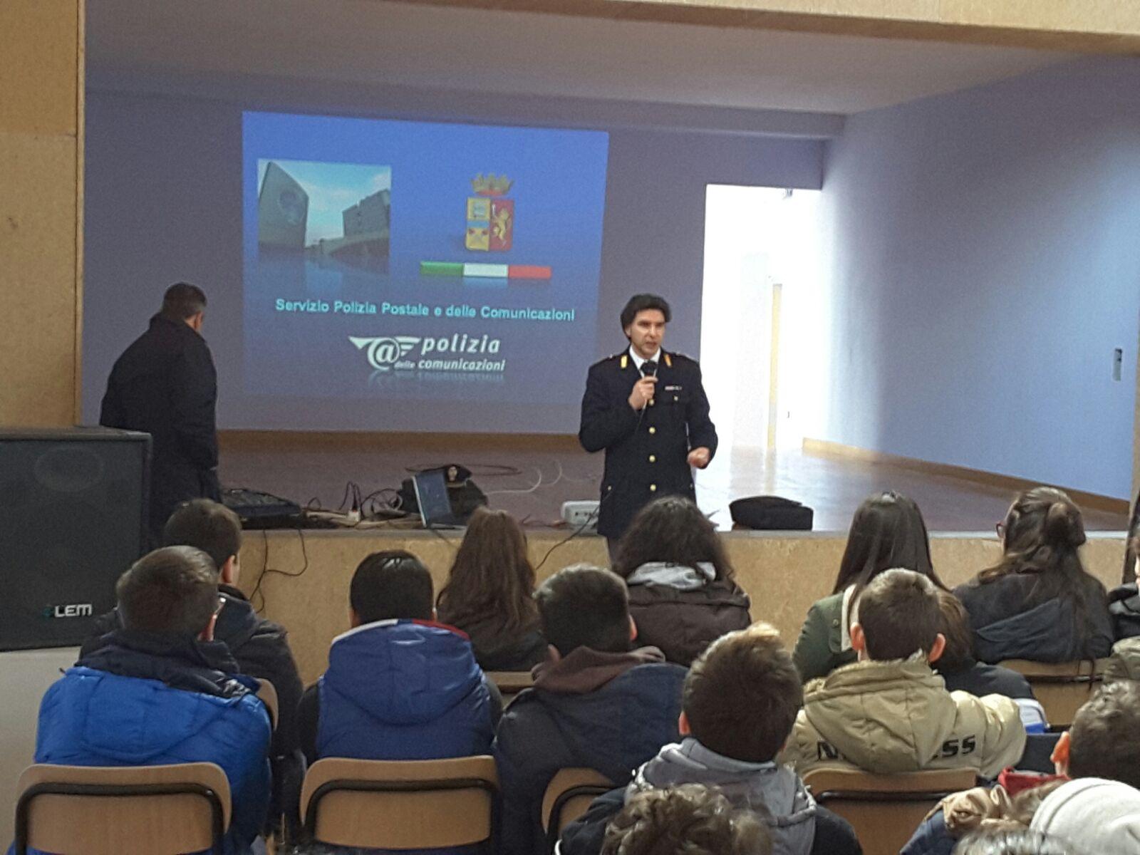 """Bullismo e web alla scuola """"Siani"""" di Sant'Angelo a Cupolo"""