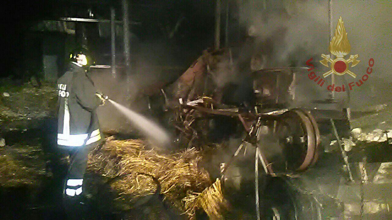 Tocco Caudio: fiamme in un capannone