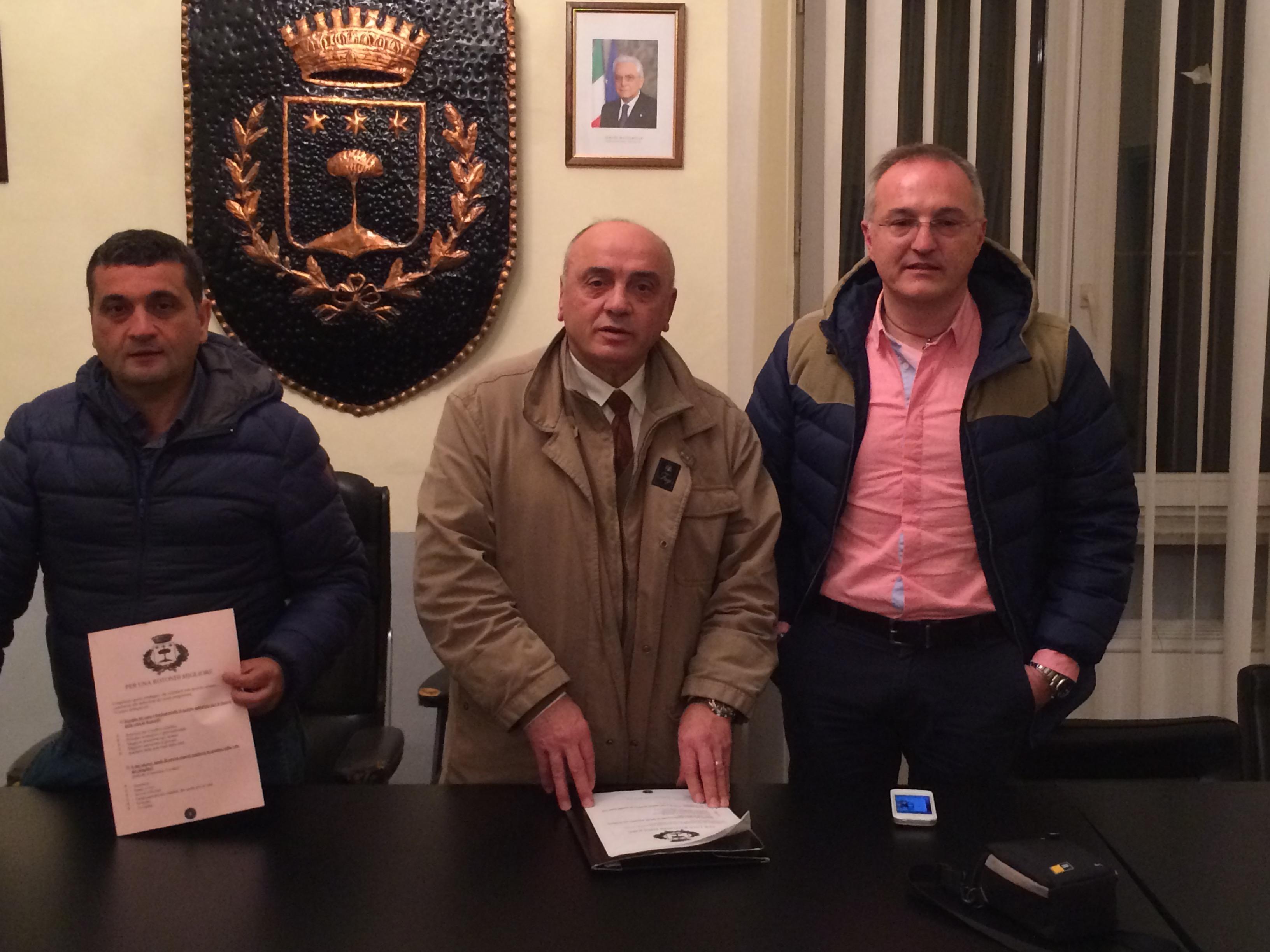 """Rotondi, """"Terra mia"""" con Mainolfi: «Traditori gli ex dell'opposizione»"""
