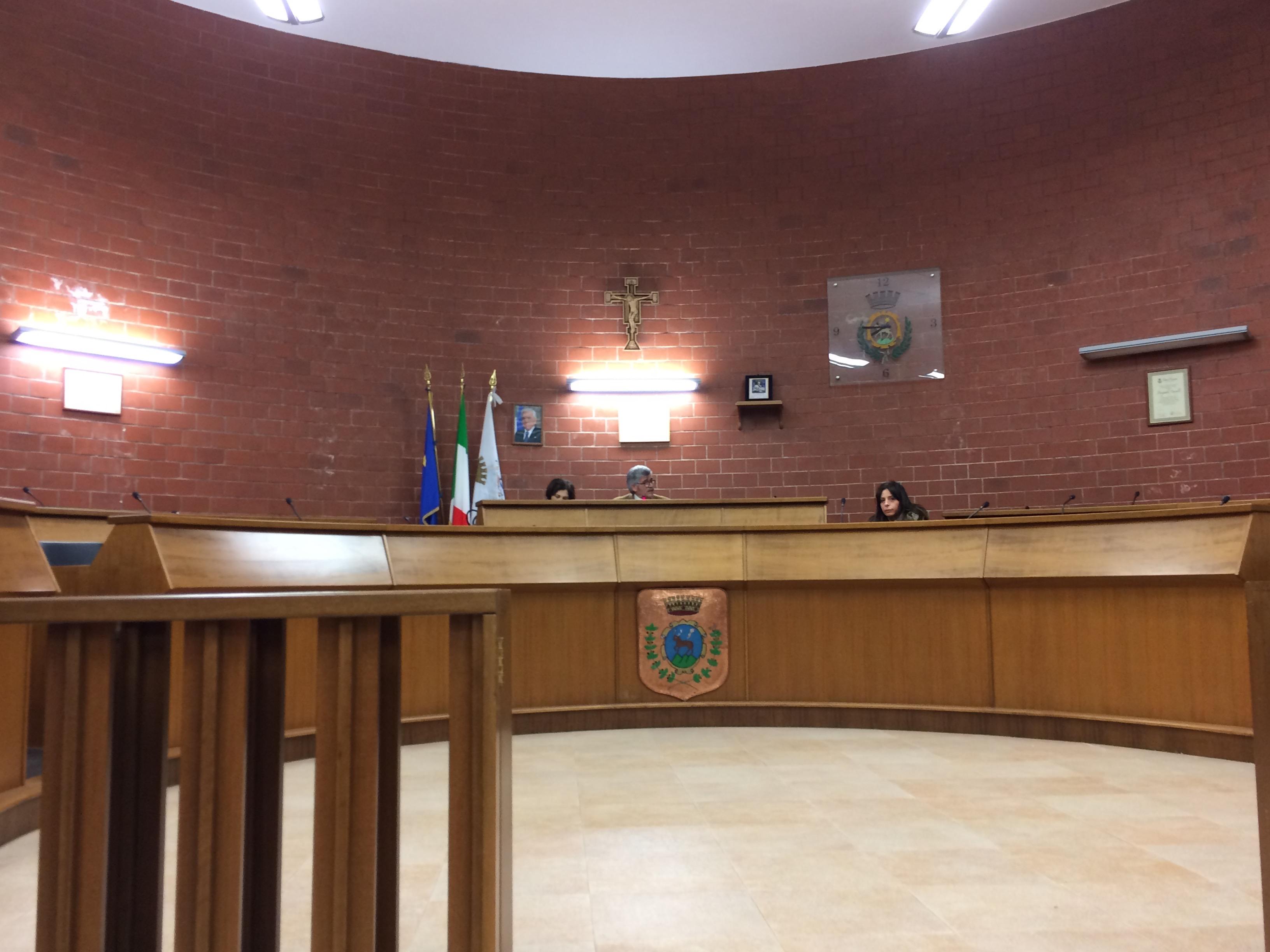Cervinara, consiglio comunale deserto sulla gestione dell'acqua