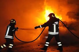 Via Port'Arsa : auto in fiamme