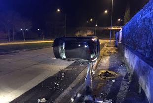 Via Paolella: auto si ribalta, paura per un 27enne