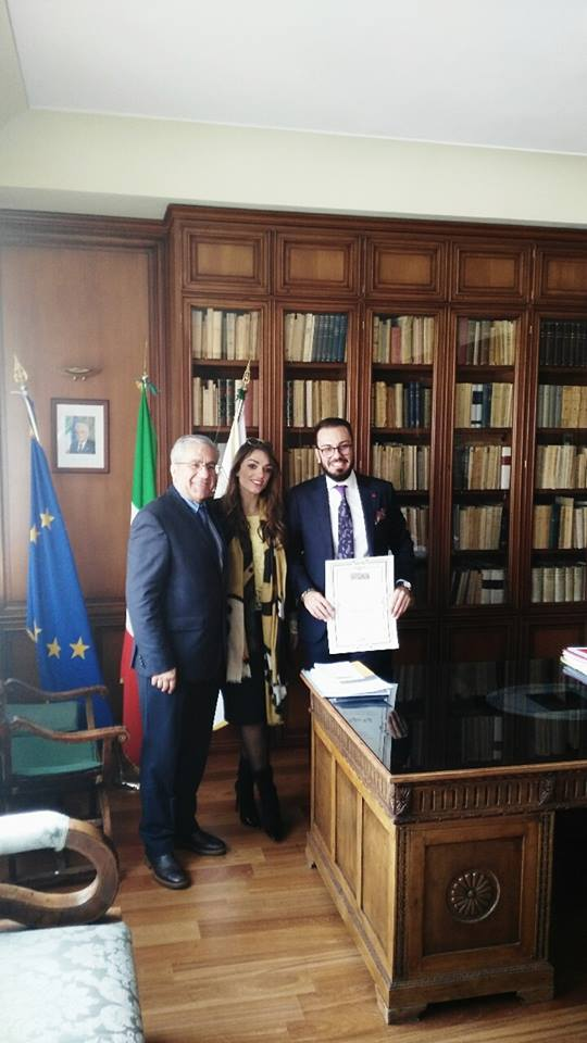 Cervinara, il giovane Cioffi ritira il premio Santoro come miglior avvocato 2015