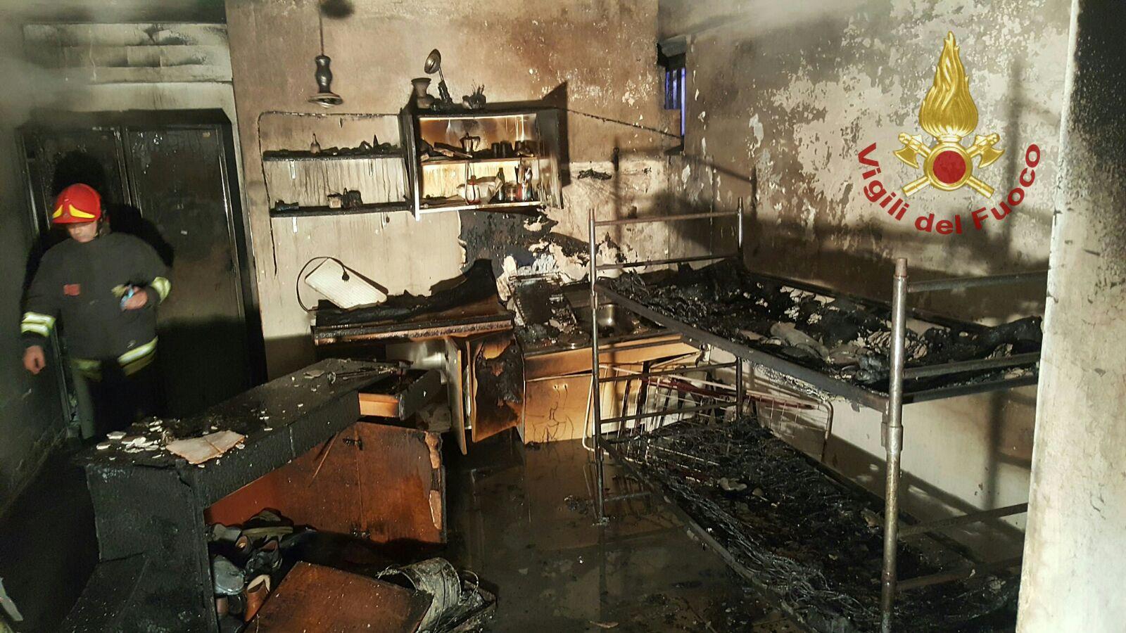 Incendio in un'abitazione, notte di paura a Rotondi