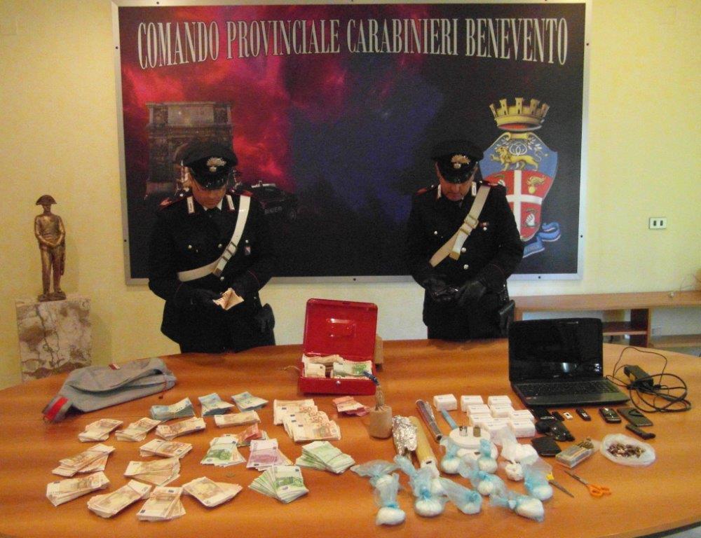 Droga, armi e soldi nella struttura ricevimenti: in manette Arturo Sparandeo