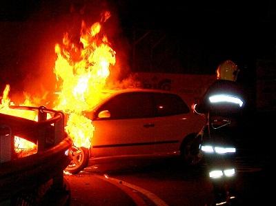 Cautano: fiamme in due auto. E' mistero