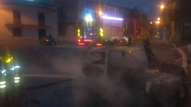 Due auto incendiate: e' allarme