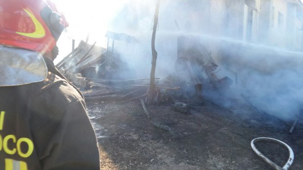 San Giorgio del Sannio: a fuoco capannone. Distrutti mezzi agricoli