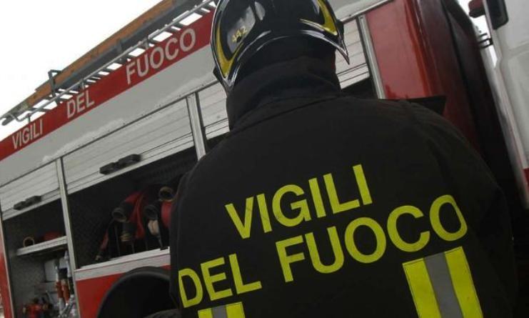 Lioni| Auto a fuoco sull'A16 e scontro tra camion e autovettura, anziano incastrato tra le lamiere del veicolo