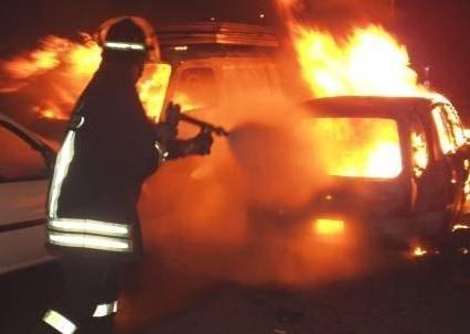 Montesarchio: vettura in fiamme