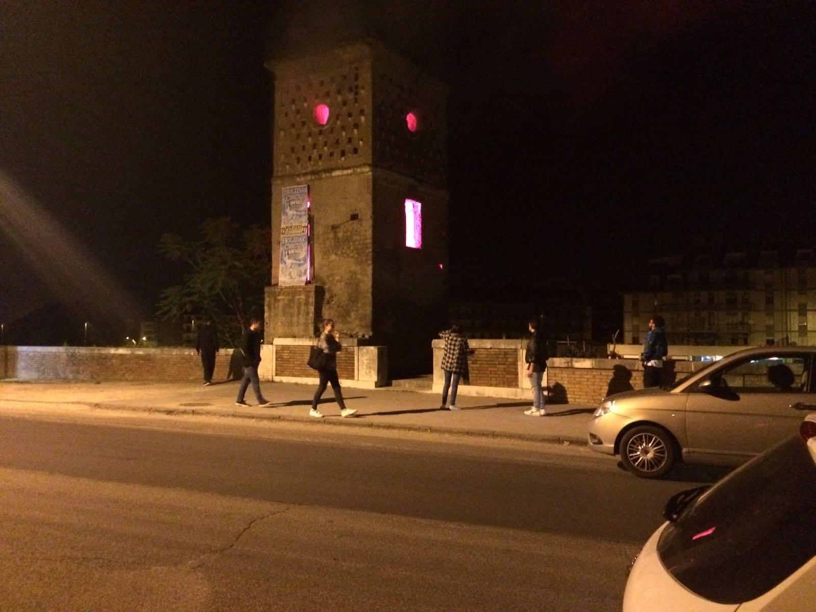 Fumo dalla torre della Biffa. Paura nella notte in via Posillipo
