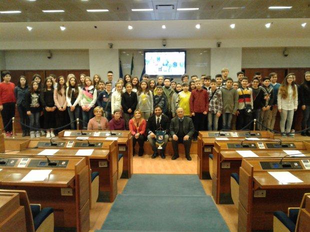 """""""Ragazzi in aula"""": lezione speciale per gli alunni dell'Istituto """"G.Siani"""""""