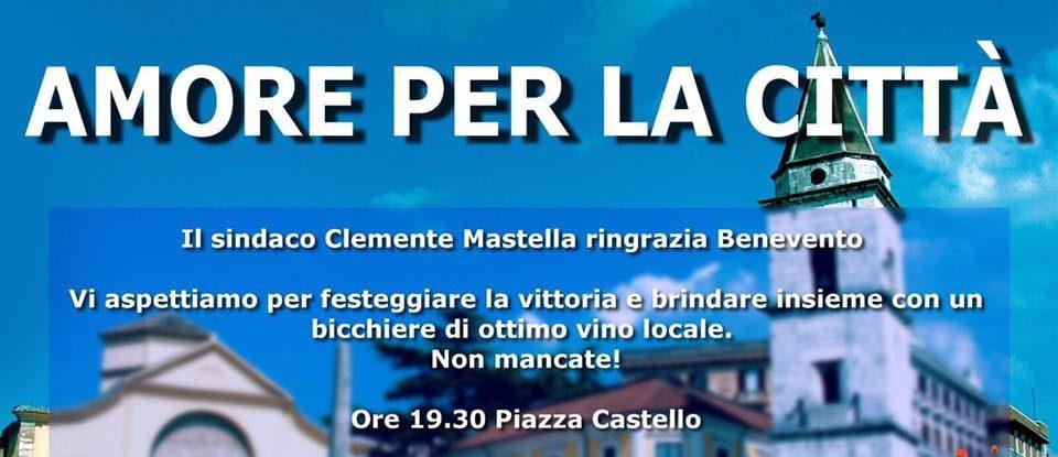 """""""Amore per la città"""": brindisi in Piazza Castello con il sindaco Mastella"""