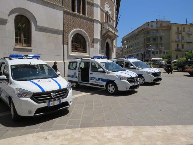 """Il Sindaco """"battezza"""" le tre vetture Dacia Dokker della Municipale"""