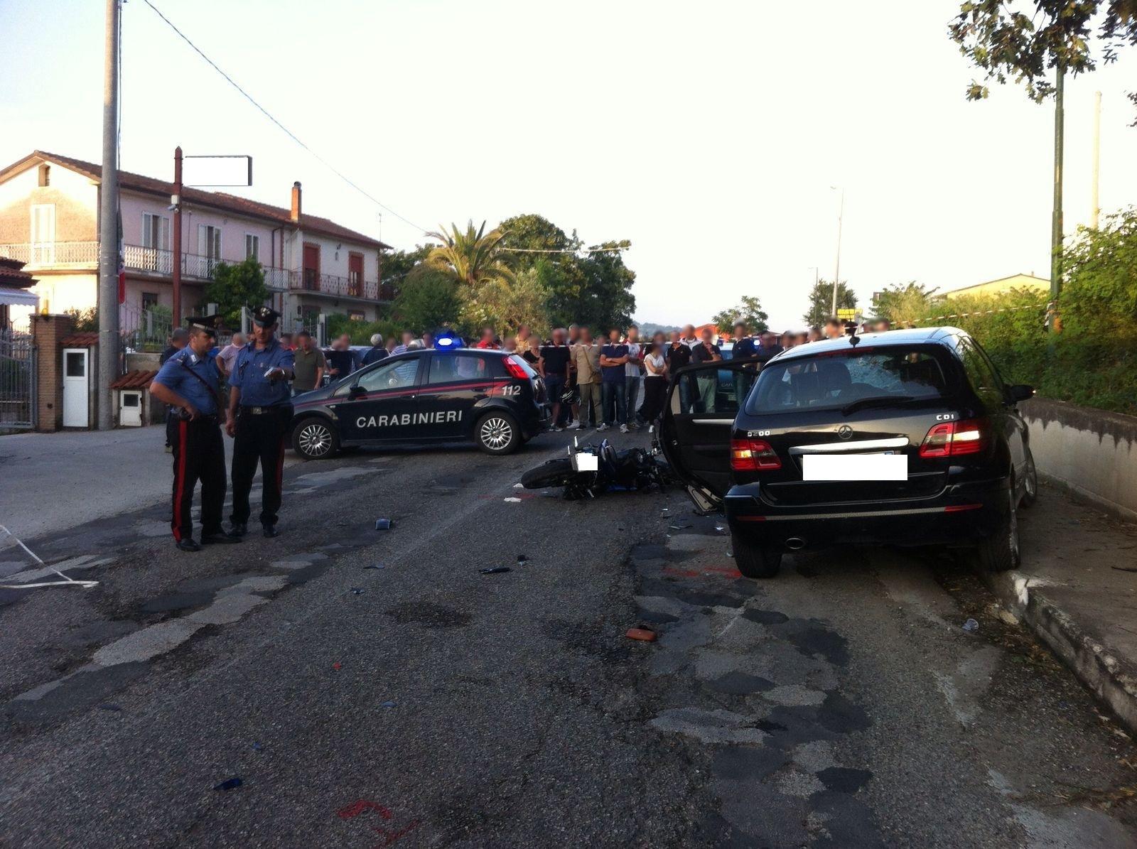 Incidente stradale giovane centauro muore