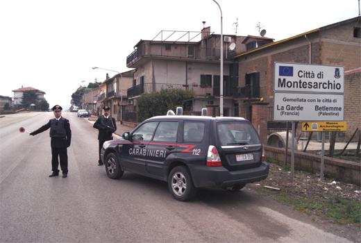 Montesarchio| Fanno saltare in aria bancomat, è caccia ai banditi