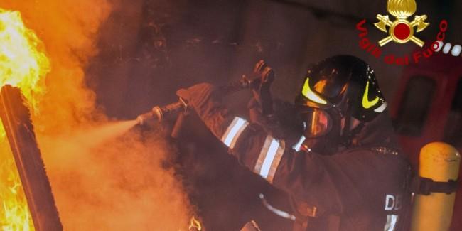Lioni| Rotoballe di paglia in fiamme in un capannone, indagini dei carabinieri
