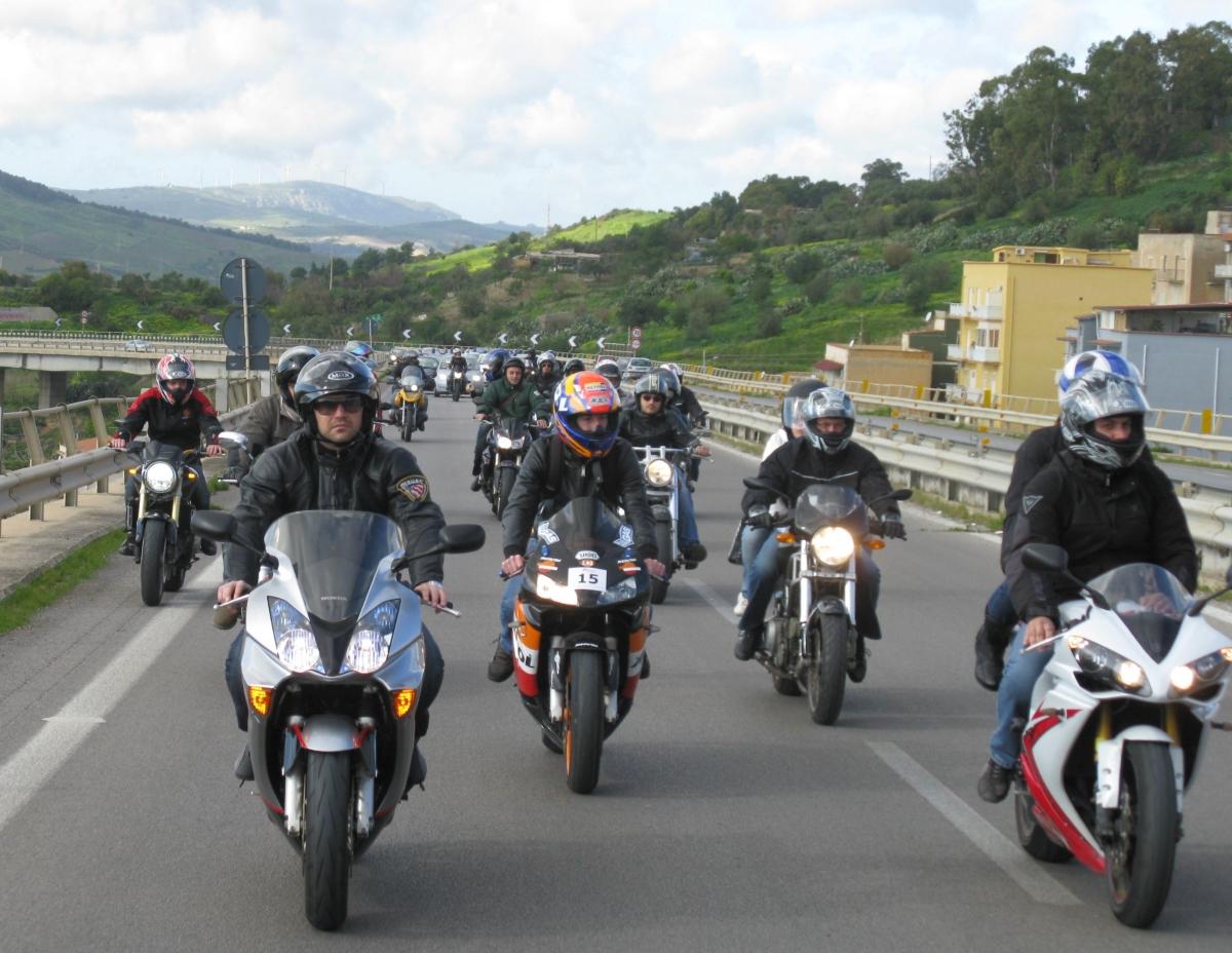 Spedizione punitiva nei confronti di due motociclisti rumorosi