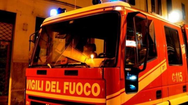 Incendiato un furgone nella notte