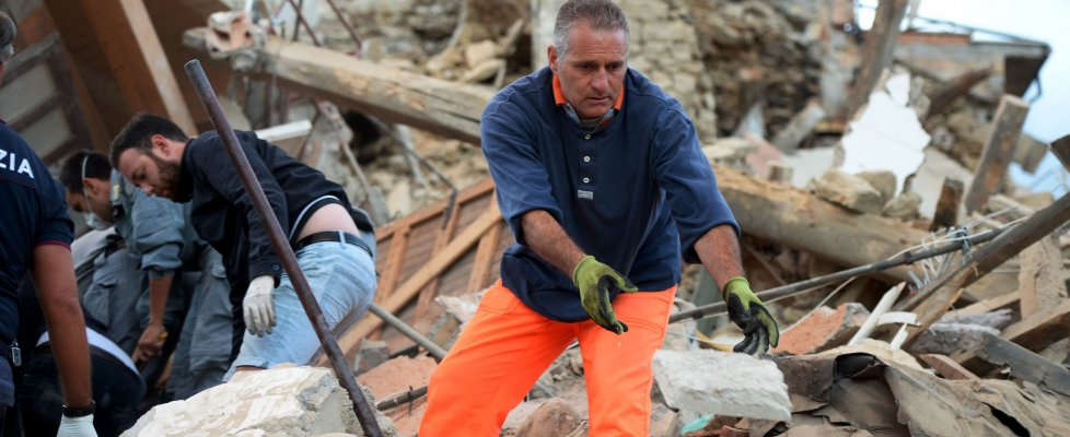 Terremoto, Campania in prima linea: soccorsi da Napoli, Benevento e Avellino