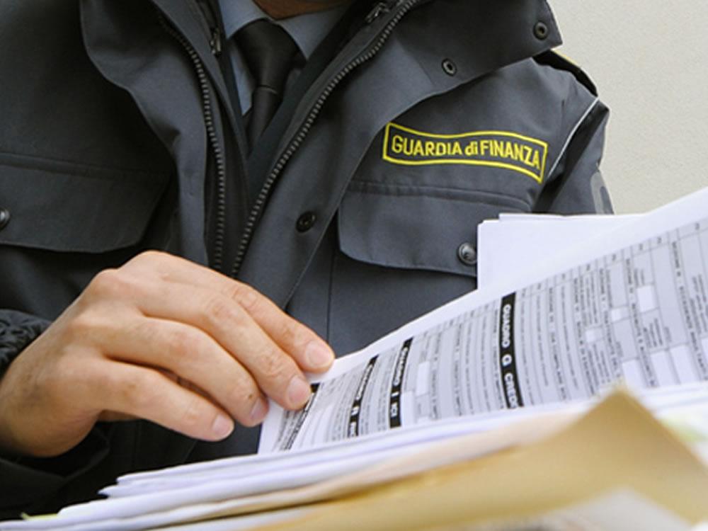 Montoro| Corruzione nelle commissioni tributarie di Salerno, fermato consulente irpino