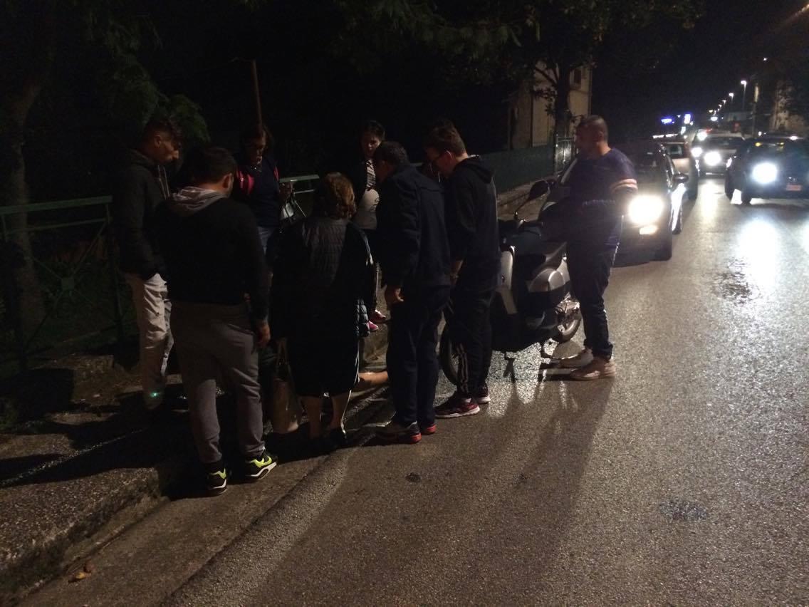 San Martino V. C.| Un'auto gli taglia la strada e cade dallo scooter, nulla di grave per un sedicenne