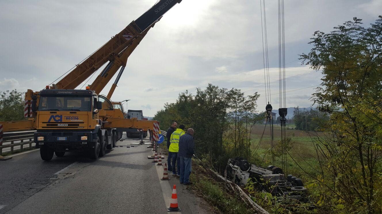 Benevento  Iniziato il recupero del tir sulla BN -A16