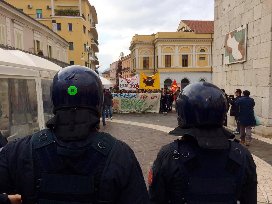 Renzi a Benevento: scontri e cariche