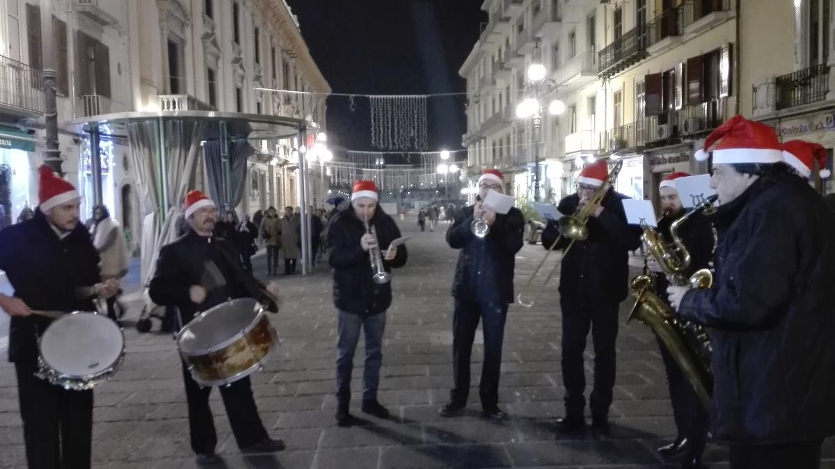 Avellino| Affidamenti diretti per salvare il Natale, saltano Biagio Izzo e Le Vibrazioni