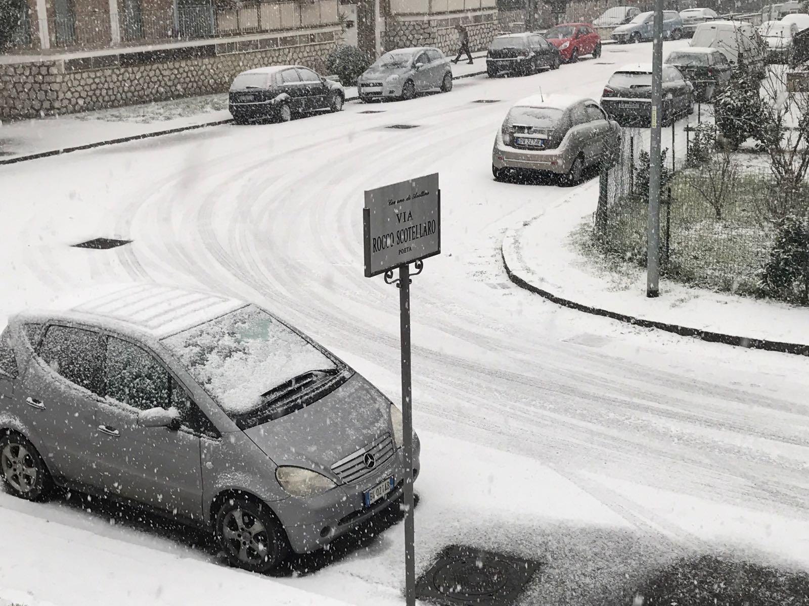 Nevica in Irpinia, disagi sull'autostrada A16 e scuole chiuse