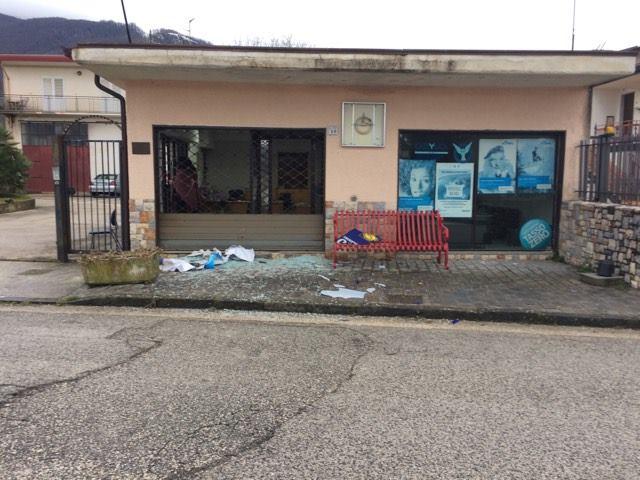 Cervinara| Bomba carta ad agenzia assicurativa
