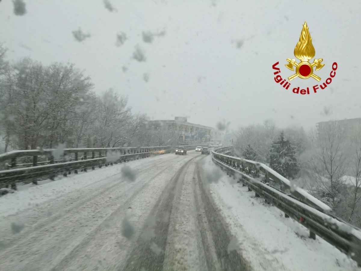 Avellino| Emergenza neve, i vigili del fuoco salvano la vita a bimba di sei mesi