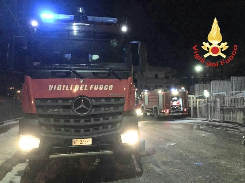 Avellino| Incendio in un'abitazione, vigili del fuoco salvano tre bambini