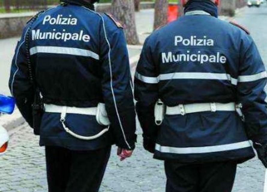 Avellino| Marinano la scuola, a riportarli in classe ci pensano i vigili urbani