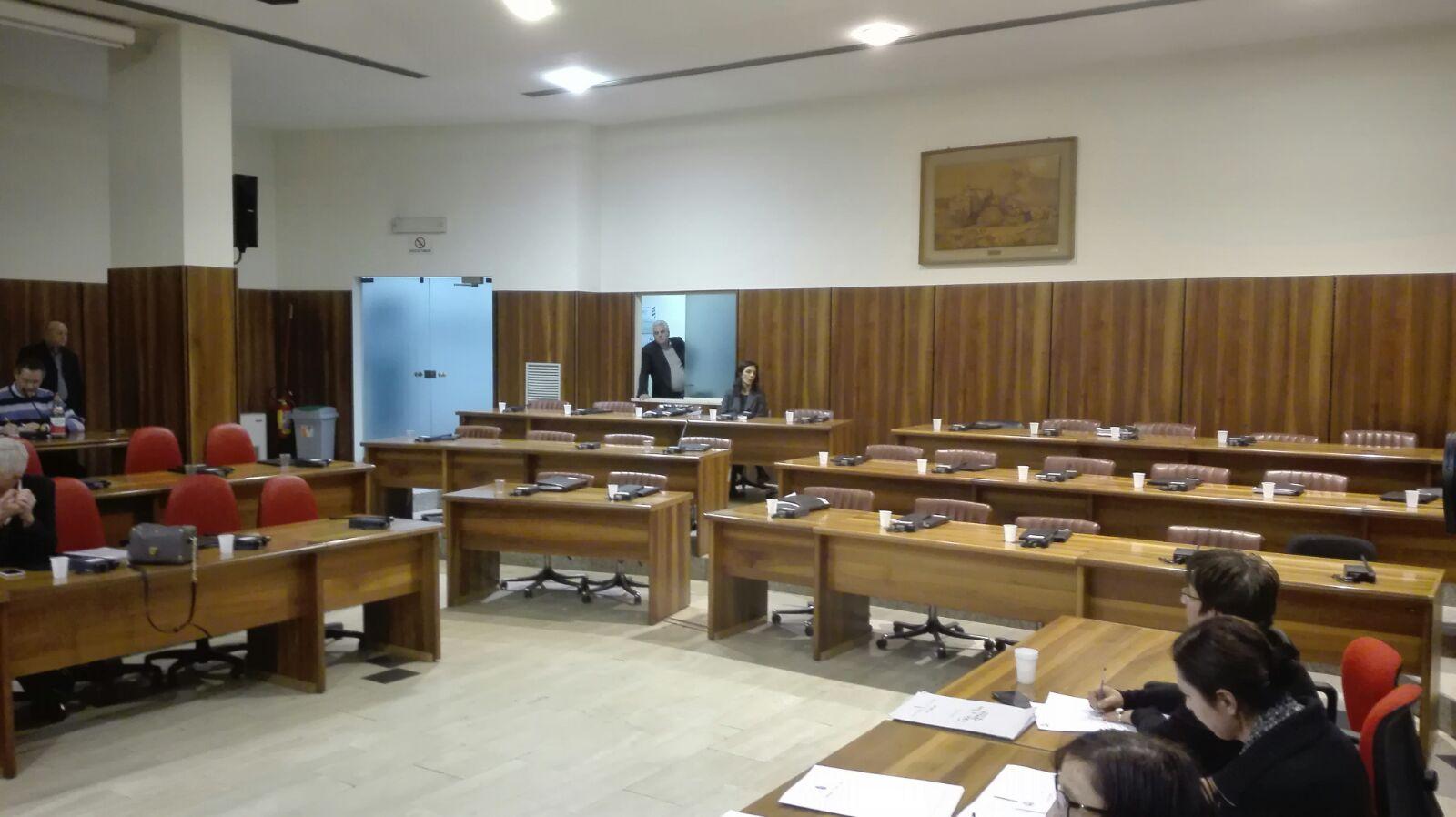 Avellino| Consiglio comunale, scompaiono mozioni e interpellanze: l'opposizione abbandona l'aula