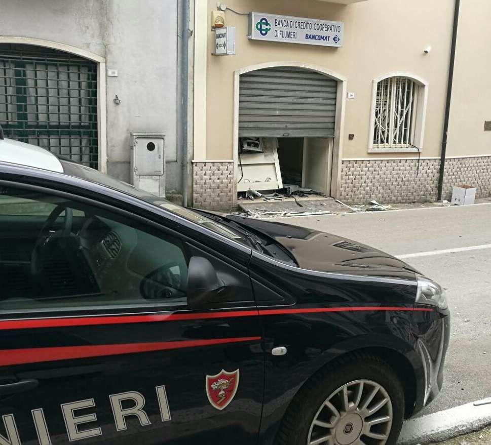 Caposele  Assalto al bancomat con un ordigno, indagano i carabinieri