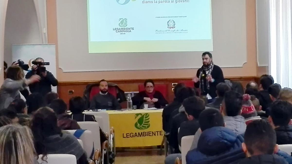 """Rifiuti e impianti, Legambiente Campania """"bacchetta"""" la Regione"""