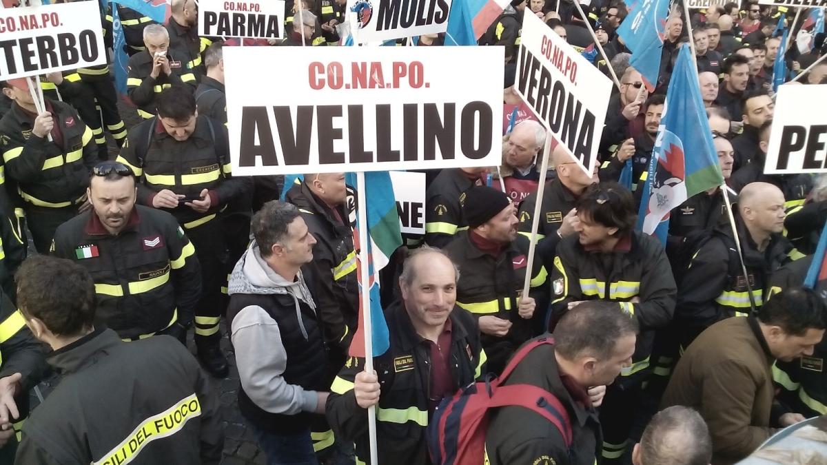 Vigili del Fuoco sottopagati, anche Avellino grida basta a Roma