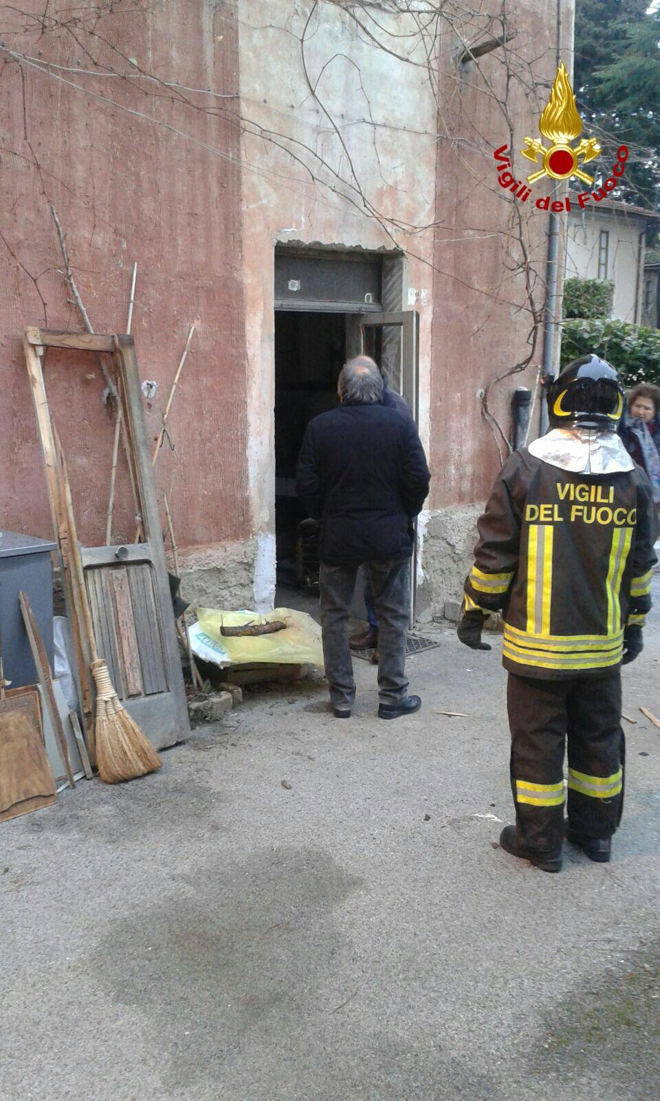 Irpinia, scoppia bombola del gas: danni ingenti, grave un anziano